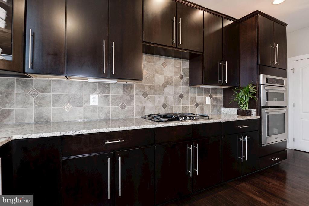 Granite Counter tops with Back splash - 43341 BARNSTEAD DR, ASHBURN