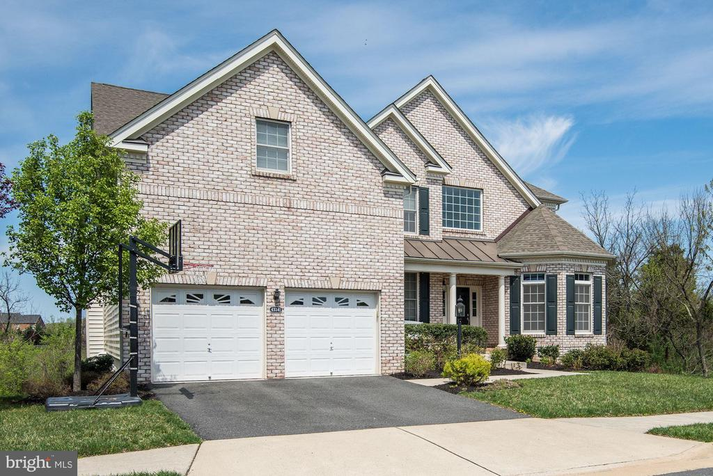 Nine-foot ceilings throughout the first floor. - 43341 BARNSTEAD DR, ASHBURN