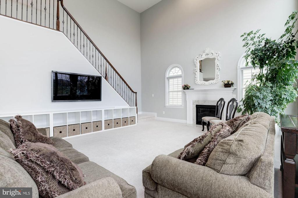 Two Story Family room - 43341 BARNSTEAD DR, ASHBURN