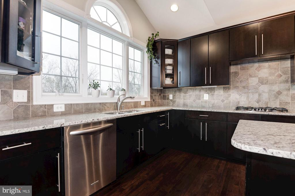 Upgraded Cabinets - 43341 BARNSTEAD DR, ASHBURN