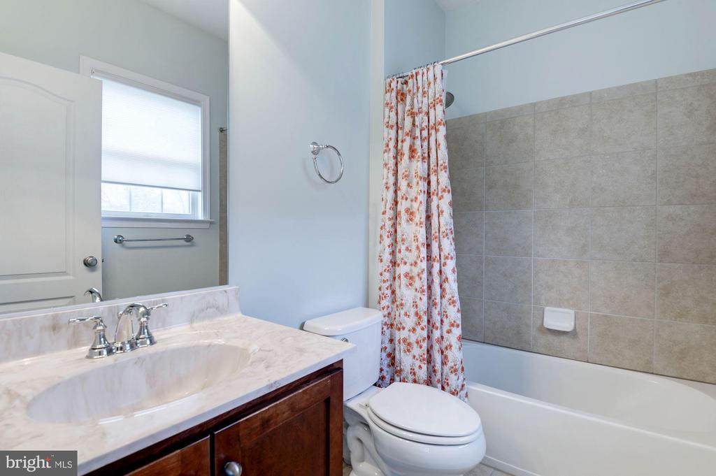 Bathroom 3 - 43341 BARNSTEAD DR, ASHBURN
