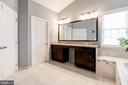 Dual Vanity sinks in Master Bathroom - 43341 BARNSTEAD DR, ASHBURN