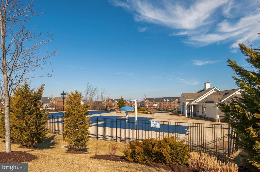 Community Pool - 43341 BARNSTEAD DR, ASHBURN