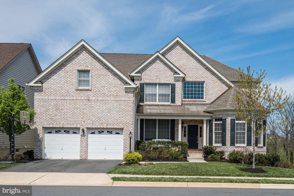 SFH on a Premium Lot - 43341 BARNSTEAD DR, ASHBURN
