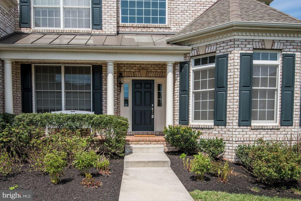 Enjoy the Front Porch - 43341 BARNSTEAD DR, ASHBURN