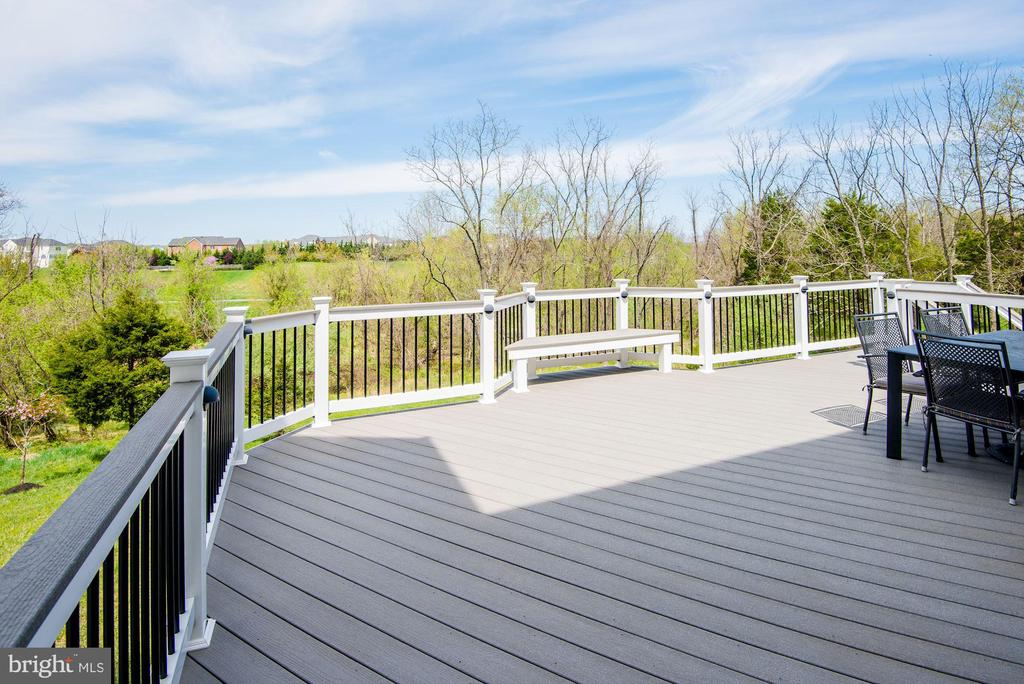 Large Composite Deck overlooking Woods - 43341 BARNSTEAD DR, ASHBURN