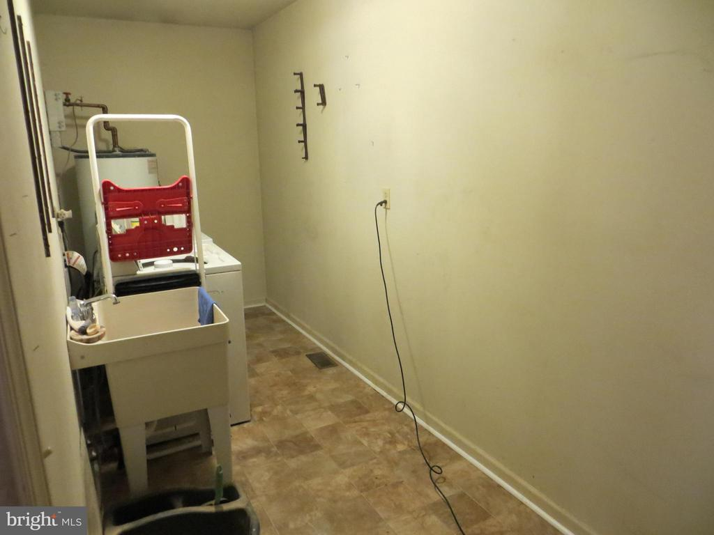 laundry room - 535 MONTICELLO CIR, LOCUST GROVE