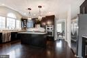 Spacious kitchen with a walk-in pantry - 43341 BARNSTEAD DR, ASHBURN