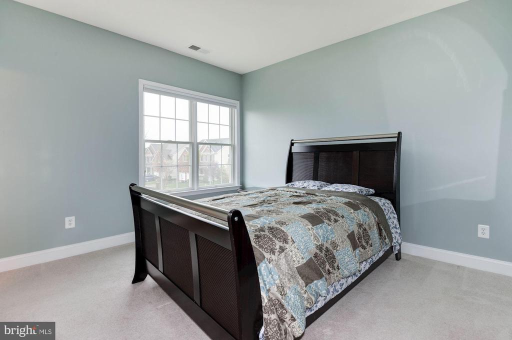 Bedroom 4 - 43341 BARNSTEAD DR, ASHBURN