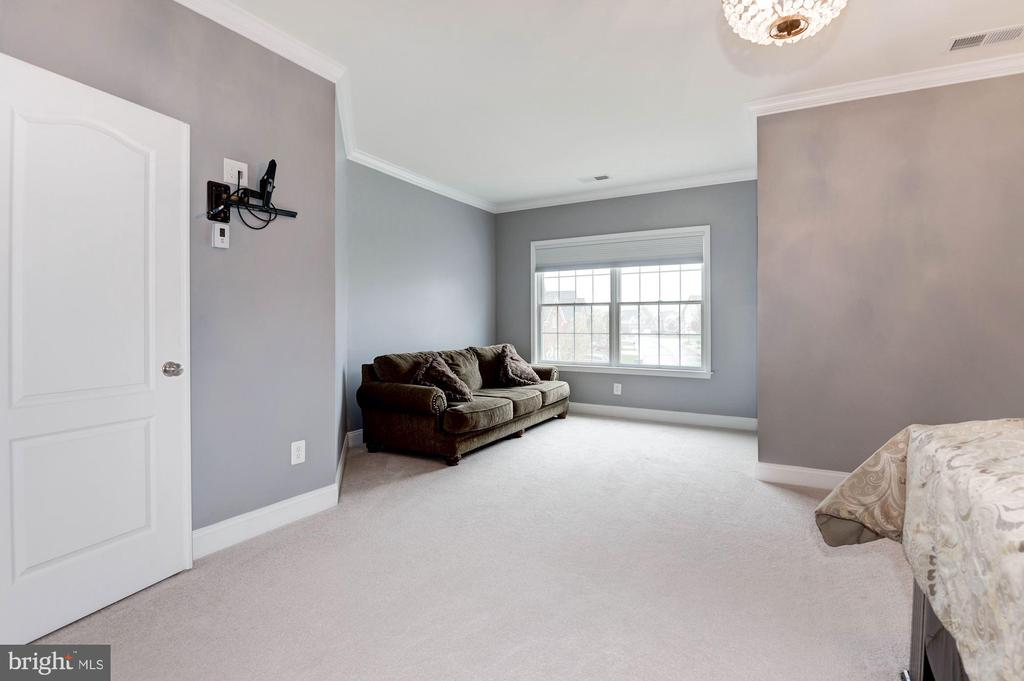 Cozy sitting area~in MBR - 43341 BARNSTEAD DR, ASHBURN
