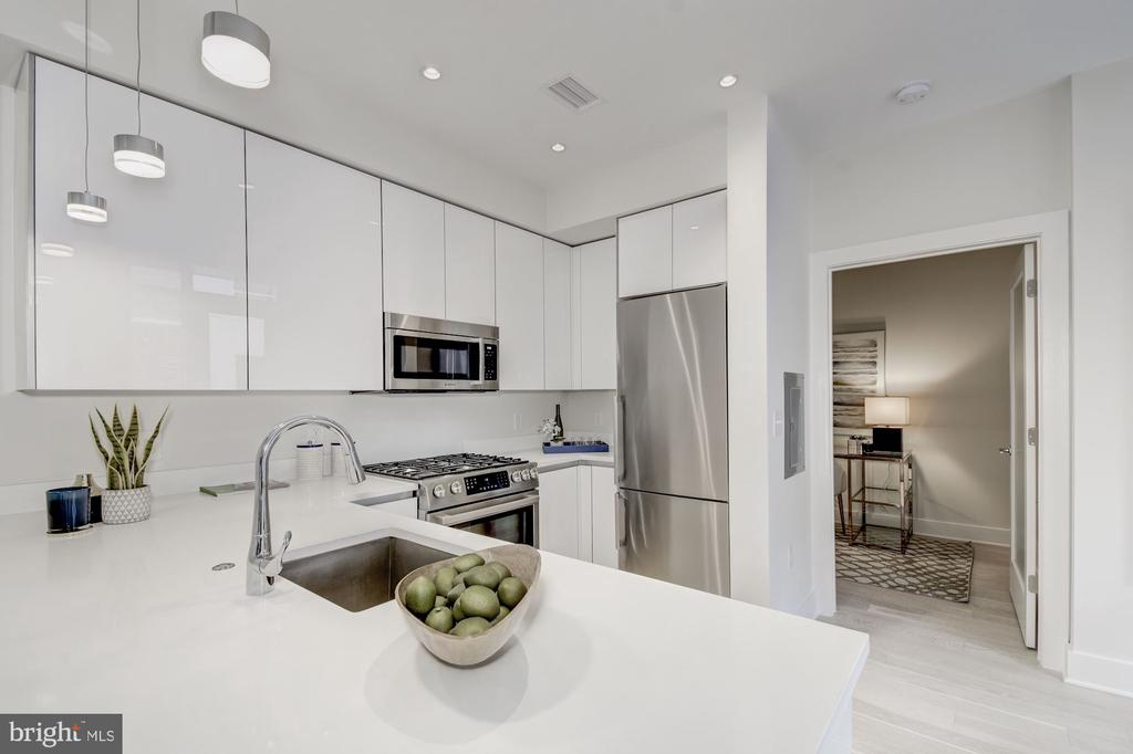 Gourmet kitchen with Bosch appliances, gas cooking - 1745 N ST NW #406, WASHINGTON