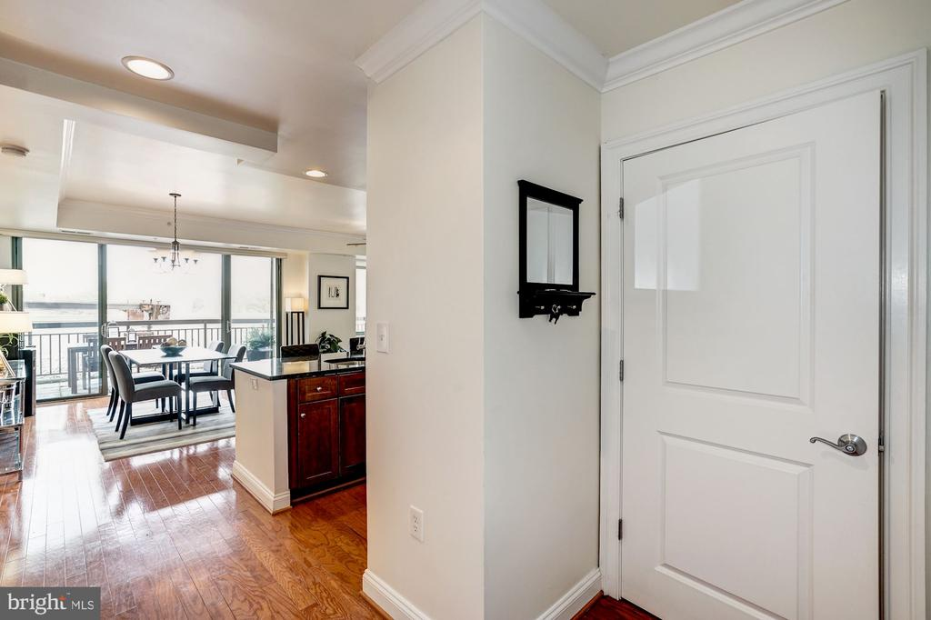 Gracious entry foyer with closet - 3625 10TH ST N #602, ARLINGTON