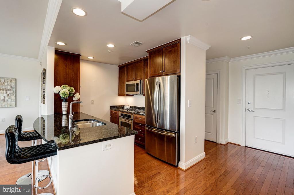 High ceilings, hardwood floors throughout - 3625 10TH ST N #602, ARLINGTON