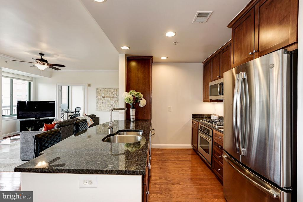 Super layout for entertaining - 3625 10TH ST N #602, ARLINGTON