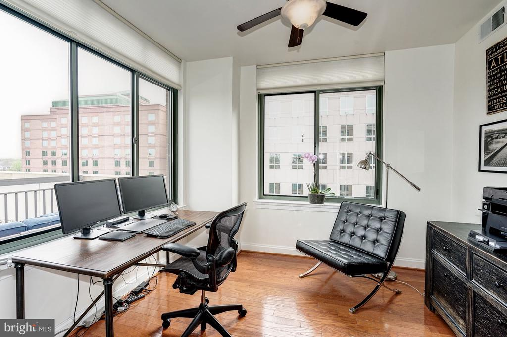 Spectacular den with two exposures - 3625 10TH ST N #602, ARLINGTON