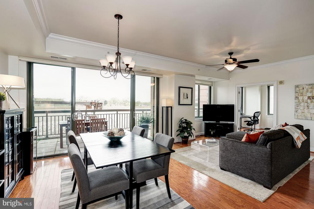 Dining area opens to magnificent 48' terrace - 3625 10TH ST N #602, ARLINGTON