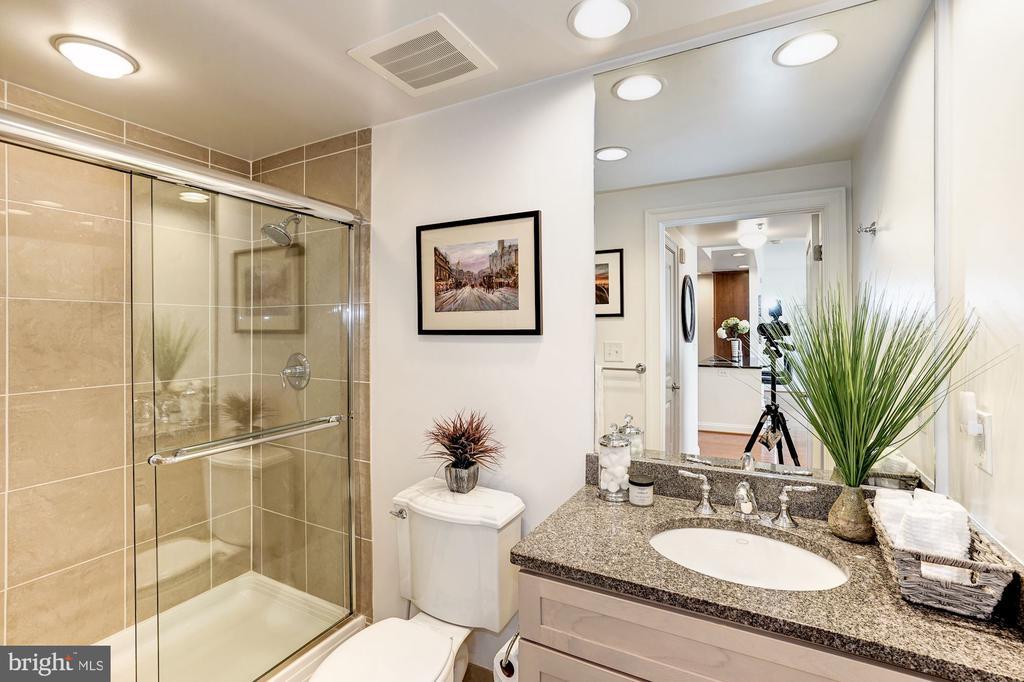 Hall bath with custom tile, granite - 3625 10TH ST N #602, ARLINGTON