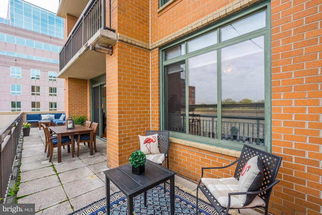 Terrace with superb space for entertaining - 3625 10TH ST N #602, ARLINGTON
