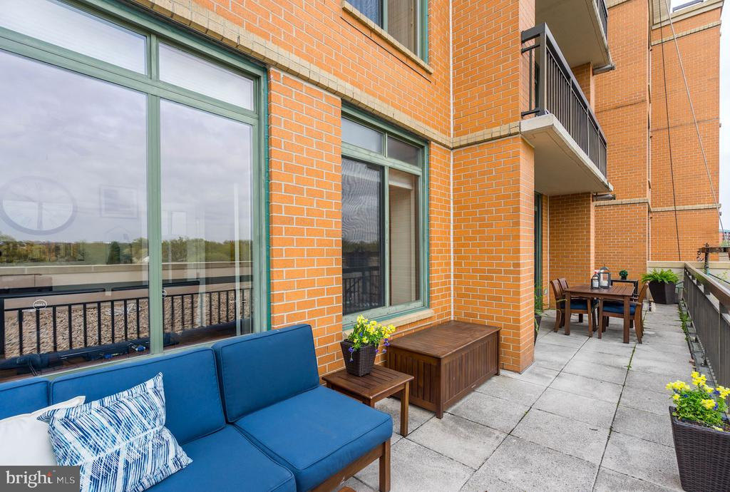 Highly  unusual private outdoor space - 3625 10TH ST N #602, ARLINGTON