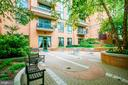 Beautifully landscaped condo courtyard - 3625 10TH ST N #602, ARLINGTON
