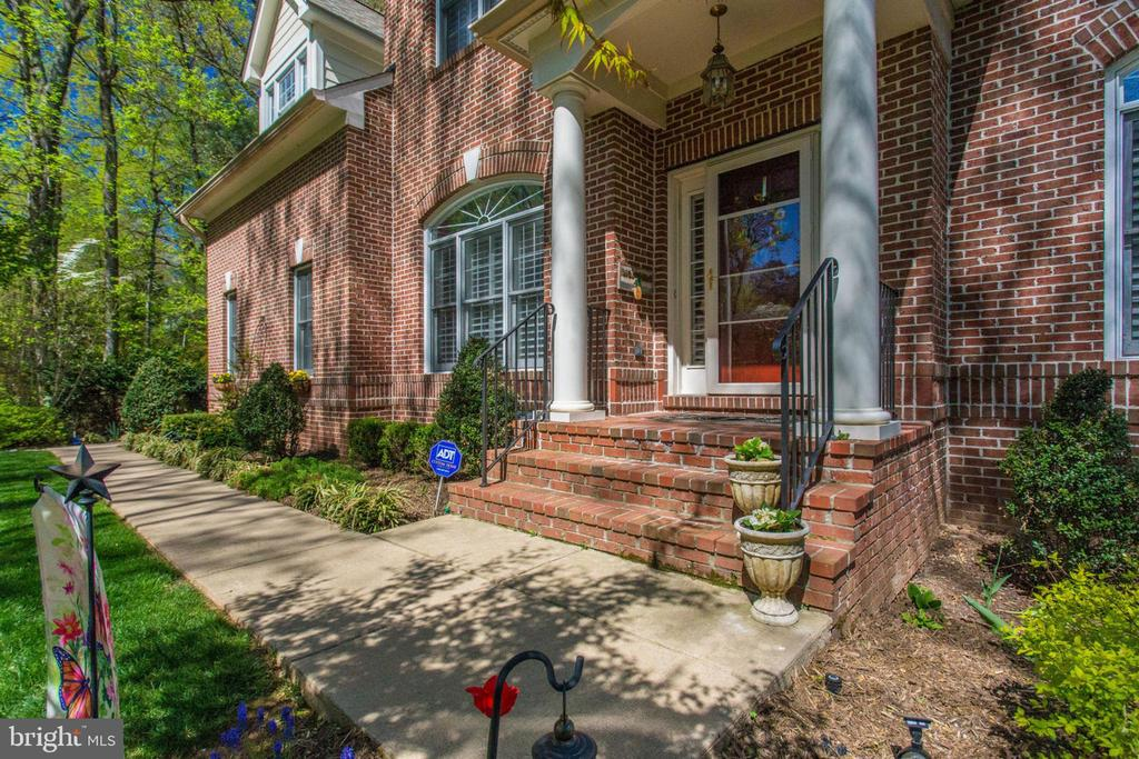 Front Walkway - 8506 FOREST ST, ANNANDALE