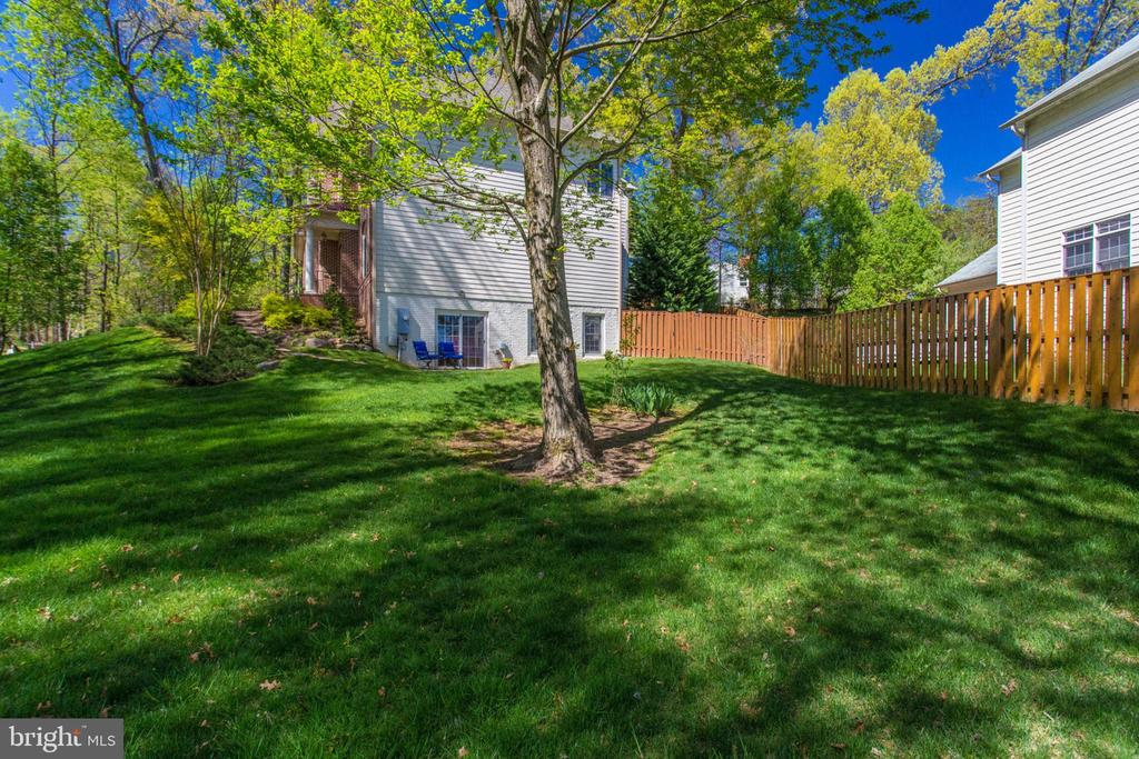 - 8506 FOREST ST, ANNANDALE