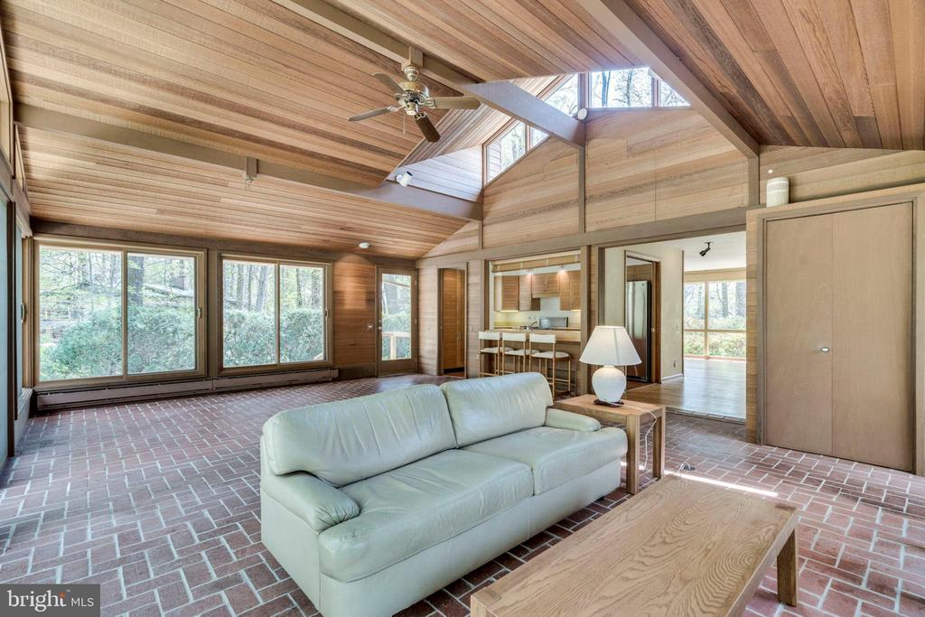 Family room with vaulted ceiling - 8522 & 8520 FOREST ST, ANNANDALE