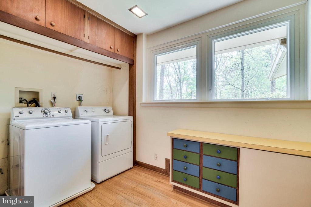 Spacious, main level laundry - 8522 & 8520 FOREST ST, ANNANDALE