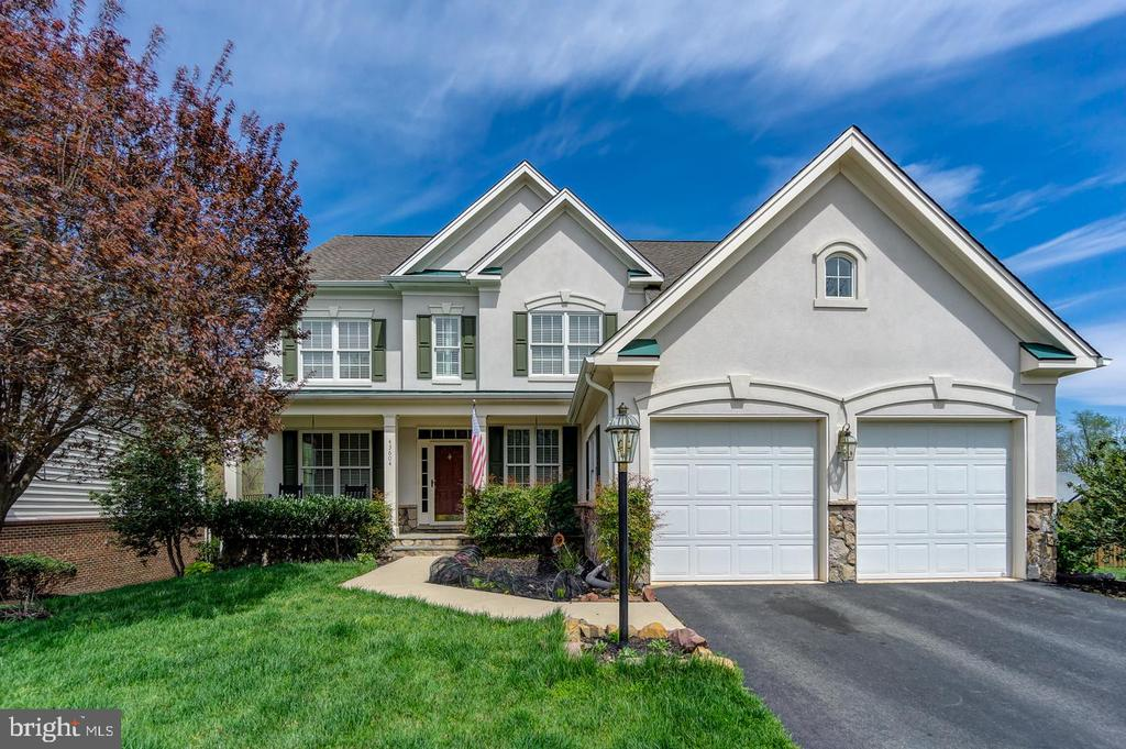 Beautiful single-family home, charming curb appeal - 43604 HABITAT CIR, LEESBURG