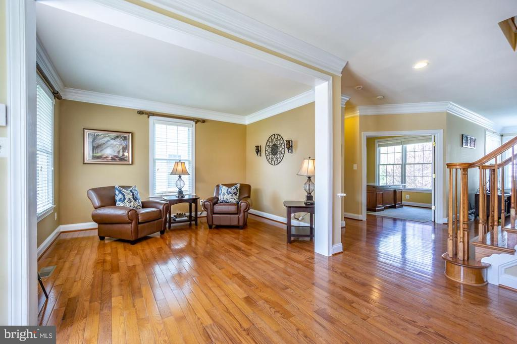 Spacious Living  Room w/Crown Molding - 43604 HABITAT CIR, LEESBURG