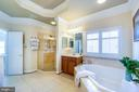 Owner's bath w/dual vanities separate tub & shower - 43604 HABITAT CIR, LEESBURG