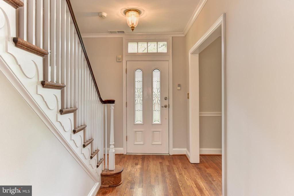 Formal entry foyer - 2500 24TH ST N, ARLINGTON