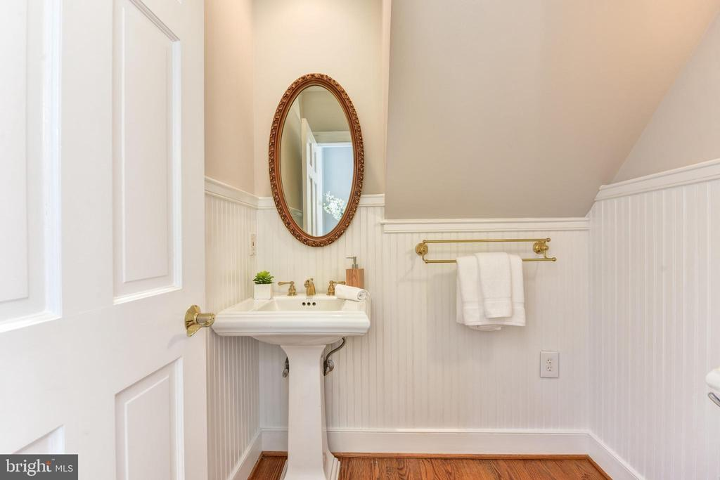 Main level half bath - 2500 24TH ST N, ARLINGTON
