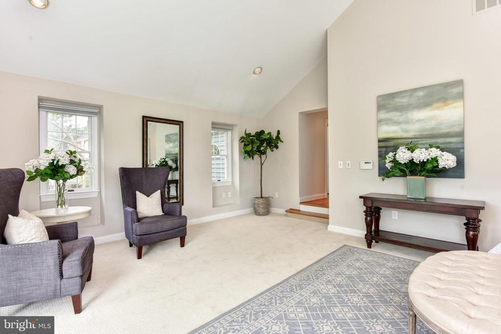 Ample room for a sitting area - 2500 24TH ST N, ARLINGTON