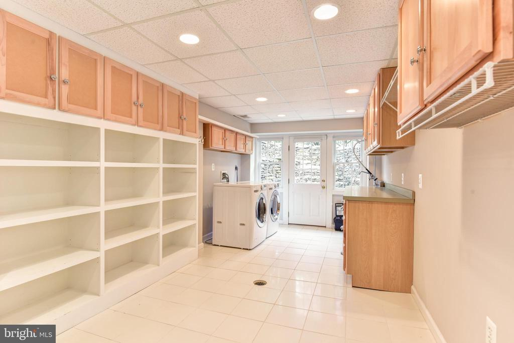 Laundry room with outdoor access - 2500 24TH ST N, ARLINGTON