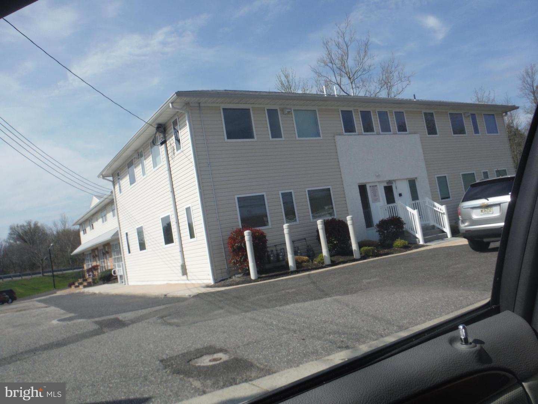 Частный односемейный дом для того Продажа на 901 MANTUA PIKE West Deptford, Нью-Джерси 08096 Соединенные Штаты