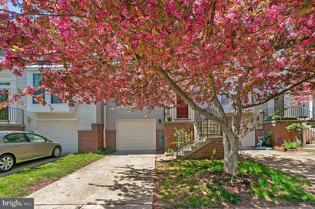 One of Ashburn 3 Bedroom Homes for Sale at 21071  CORNERPOST SQUARE