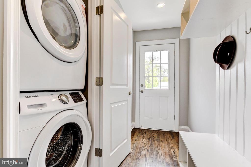 mudroom w/ full washer/dryer - 4419 19TH PL NE, WASHINGTON