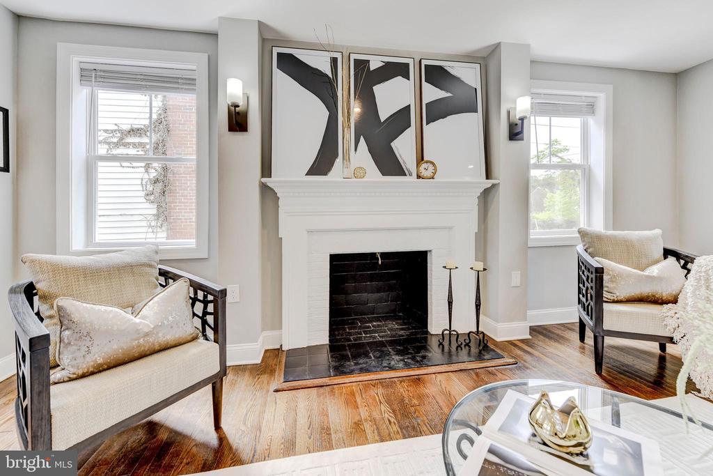 awesome fireplace feature - 4419 19TH PL NE, WASHINGTON