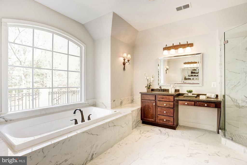 Luxury Master Bath with Spa Soaking Tub. - 1211 RESTON AVE, HERNDON