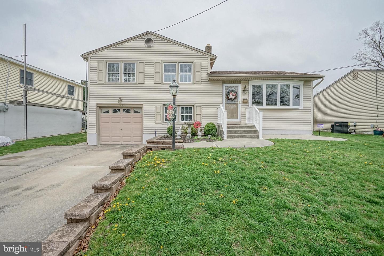 Maison unifamiliale pour l Vente à 1485 CHESTNUT Avenue Gloucester City, New Jersey 08030 États-UnisDans/Autour: Gloucester City