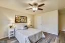 large master bedroom with walk in closet - 1577 LEEDS CASTLE DR #101, VIENNA