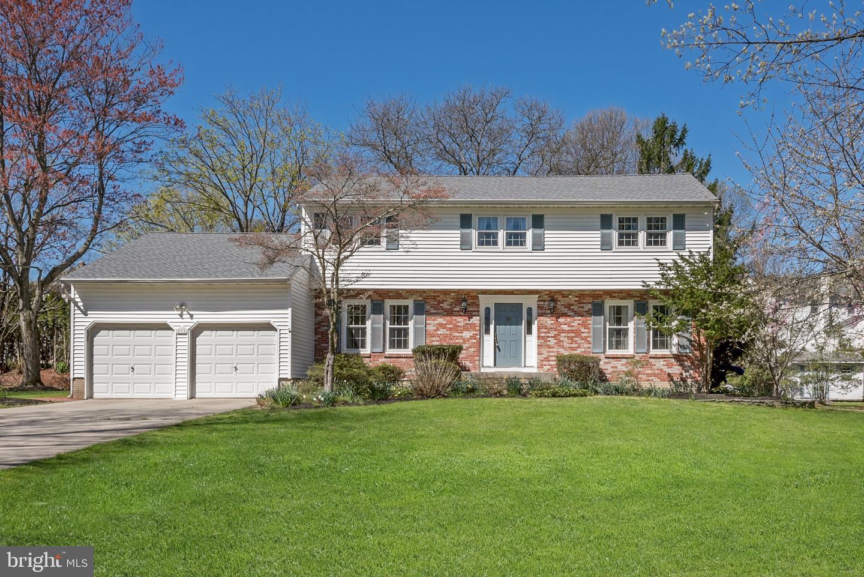 Maison unifamiliale pour l Vente à 7 BLUE RIDGE Drive Ewing, New Jersey 08638 États-UnisDans/Autour: Ewing Township