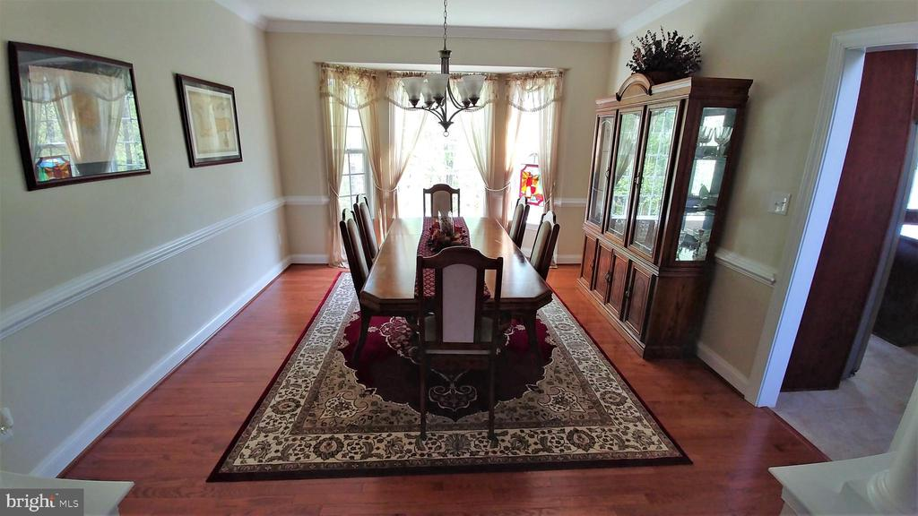Lovely dining room with hardwood floors - 53 SENTRY CT, STAFFORD