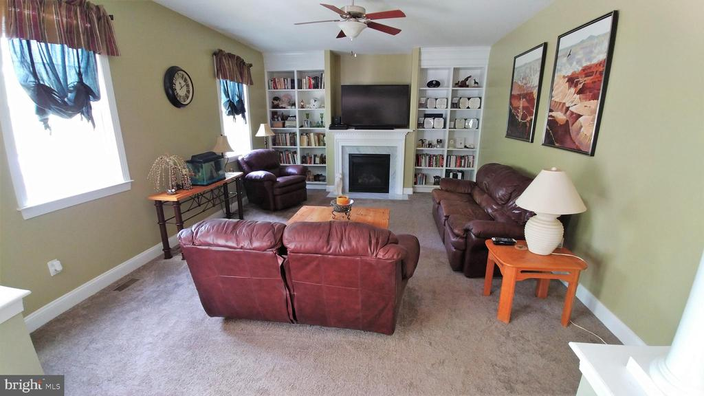 Family room convenient to kitchen - 53 SENTRY CT, STAFFORD