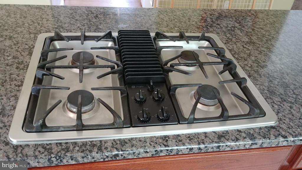 Gas cook top - 53 SENTRY CT, STAFFORD