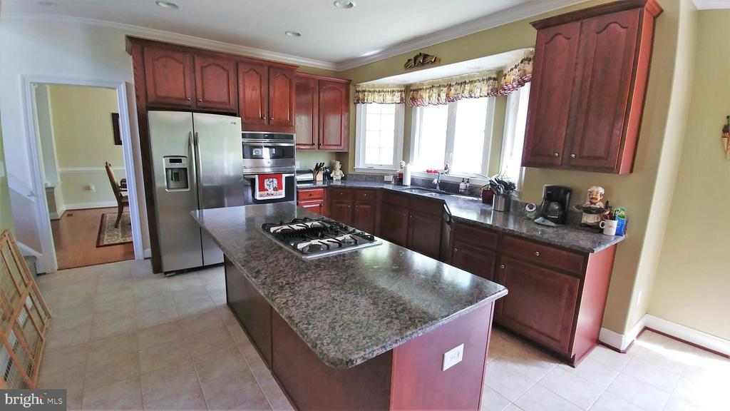 Upgraded cabinetry, new wall oven - 53 SENTRY CT, STAFFORD