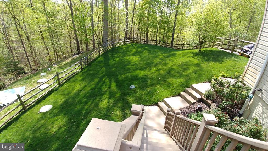 Entire yard has underground sprinkler system - 53 SENTRY CT, STAFFORD