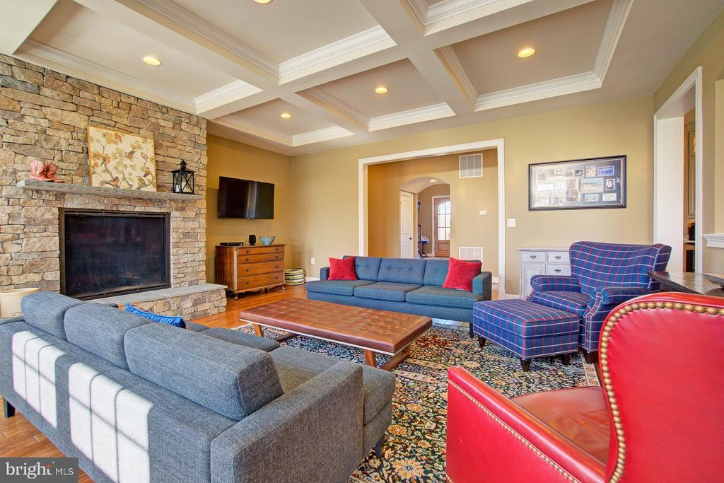 Expanded Family Room w/ coffered ceiling - 39561 CHARLES HENRY PL, WATERFORD