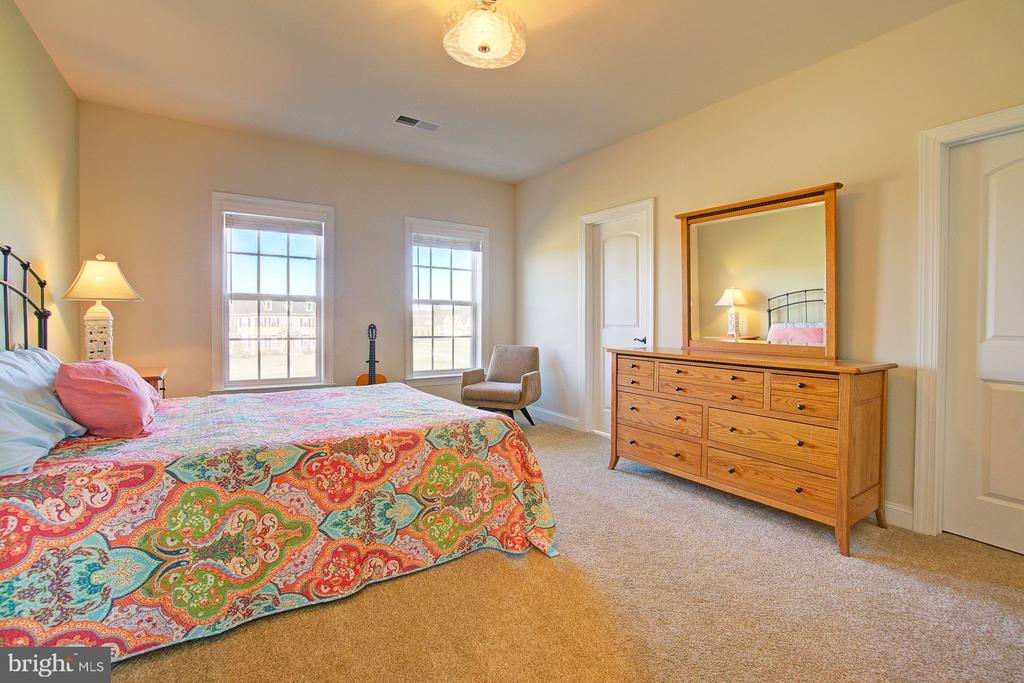 Spacious Bedroom 1 with private bathroom - 39561 CHARLES HENRY PL, WATERFORD